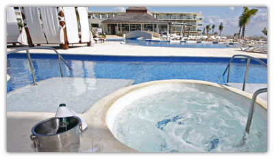 Premium Jacuzzi Swim Up Suite